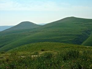 On the left: Sharktooth Hill itself